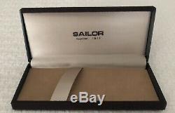 Vintage Sailor Fountain Pen 14K Nib New Conditon in Original Box