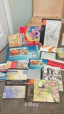 Joblot De Matériaux Art, Tapis, Pastels, Stylos, Crayons. Dans Boîte En Bois. Nouveau + Utilisé